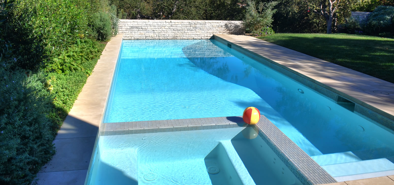 Los Angeles Pool & Spa Design with BBQ Island and Fire Feature by ...