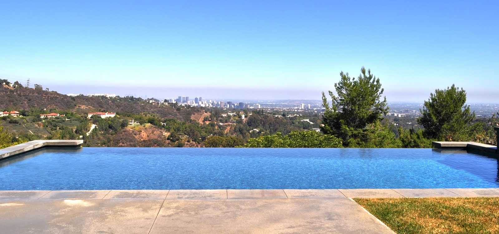 Los angeles vanishing edge pool design w elevated spa for Pool design los angeles