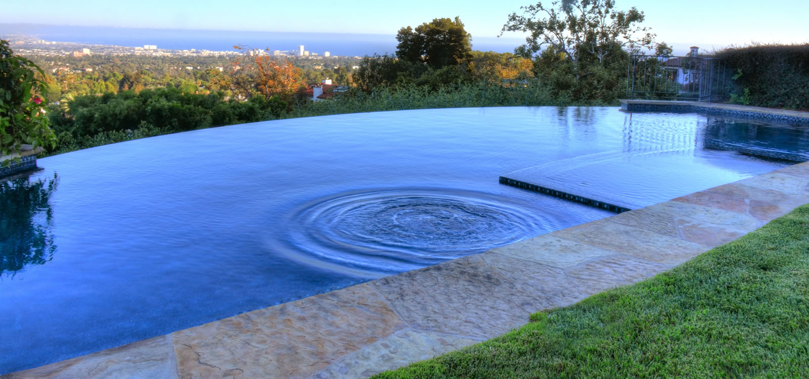 Pacific palisades vanishing edge pool design by john for Pool edges design